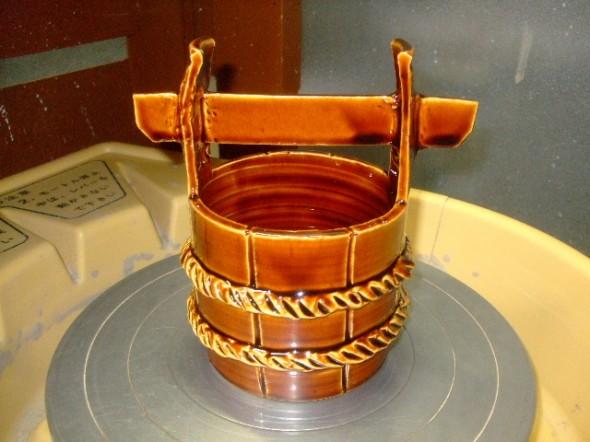 飴釉手桶型花器